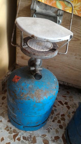 Estufa y bombona azul botella casi llena