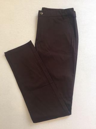 Pantalón marrón. Talla 36.