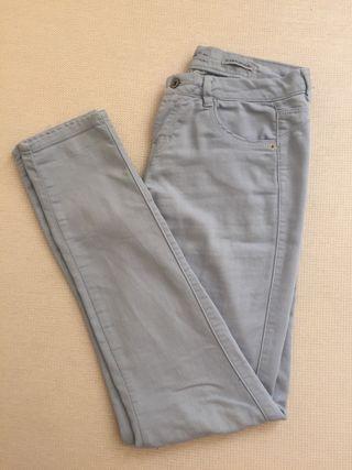 Pantalón azul claro. Talla 36.