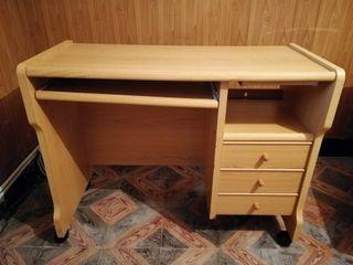 Mesa para ordenador de escritorio