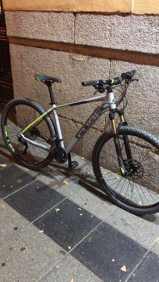 Bicicleta cube attention sl