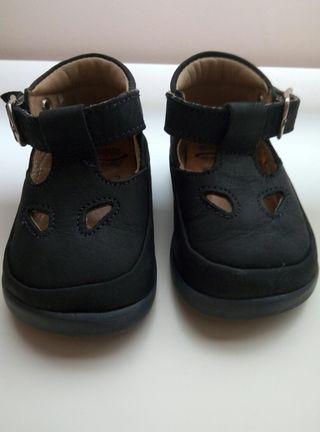 Zapatos marca Chicco. Numero 17