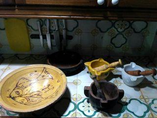 lote de morteros, y piezas de cerámica antiguas