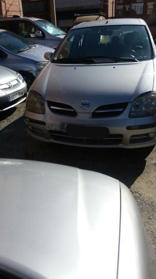 Nissan Almera tino 2004