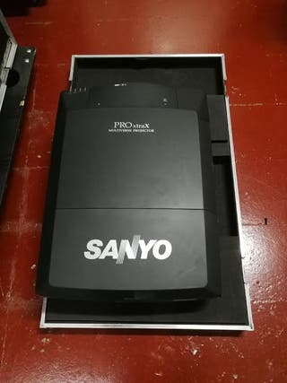 Proyector SANYO XF46 12000 lumens