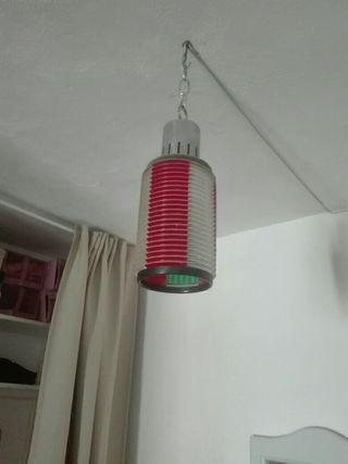 una lámpara de dos colores rojo y verde muy antigu