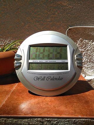 Reloj, calendario y termómetro digital