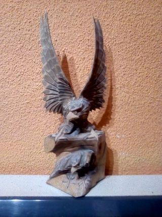 Aguila de madera madera de fresno