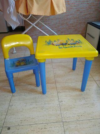 Mesa infantil minions