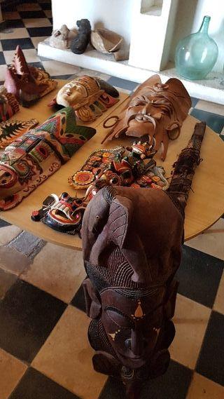 figuras máscaras y objetos decoración