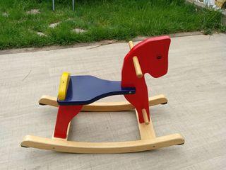 Balancín caballo de madera