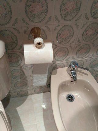 toalleros y portarrollos baño