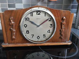 Reloj Sobremesa vintage titán