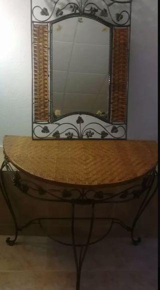 Recibidor de forja con espejo y paragüero