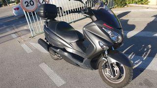 Suzuki Burgman 200 cc.