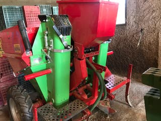 maquina de sembrar patatas