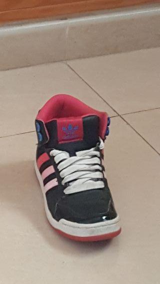 082977ff51f Zapatillas Adidas mujer de segunda mano en Alicante en WALLAPOP