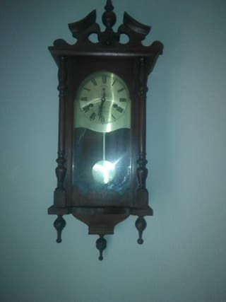 Reloj antiguo analógico