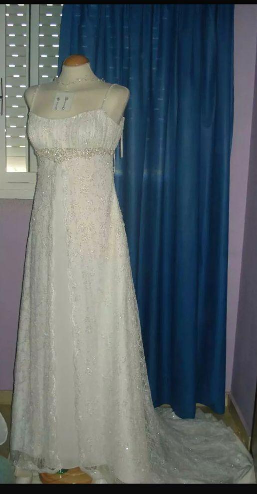 vestido de novia mediebal sin cancan de segunda mano por 400 € en
