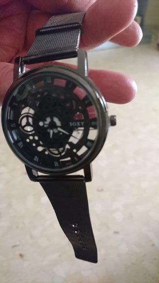 un reloj de mano