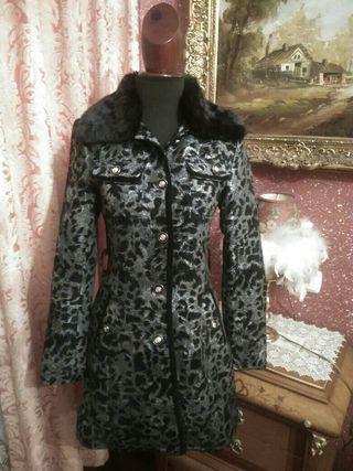 abrigo NUEVO estampado leopardo talla S