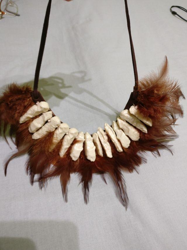Collar de plumas MANGO