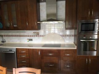 Cocina en roble macizo con electrodomésticos