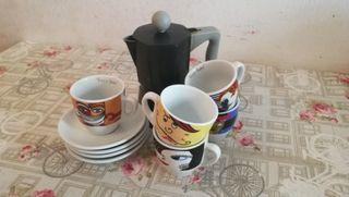 cafetera y tazitas