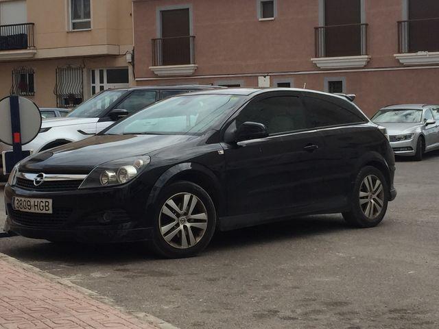 Opel Astra GTC año 2012 último modelo de gtc