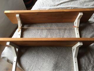 Baldas. dos baldas de madera Ikea