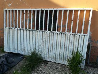 Portón y puerta peatonal