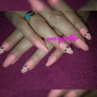 Soy Ana colombiana manicurista profesional