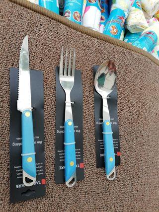 cubiertos . cuchillos.tenedores.cucharas.