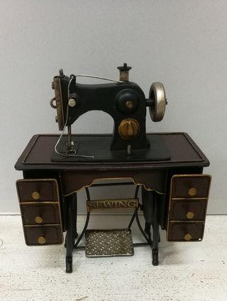 Máquina de coser réplica vintage de metal