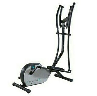 Bicicleta elíptica con programas de entrenamiento.