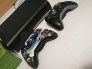 Xbox 360 + 8 juegos + dos mandos