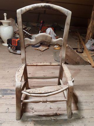 silla de madera antigüa