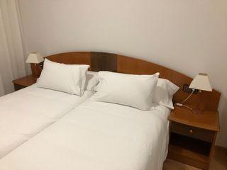 Cabecero cama matrimonial de 1,50 mt. y 2 mesitas