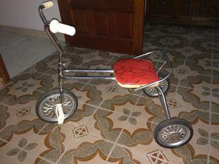 Triciclo antiguo.