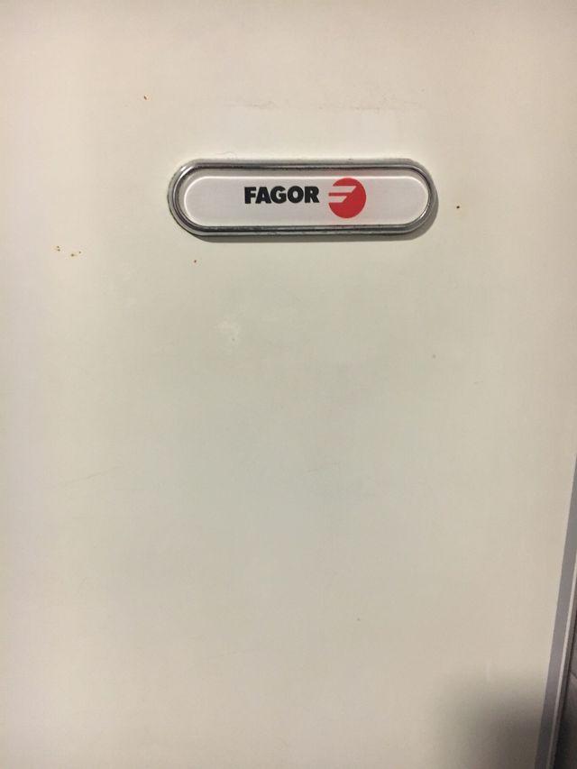 Nevera FAGOR