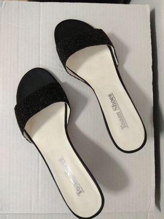 Zapatos fiesta 38 negros piedrecitas brillo