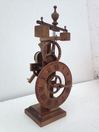 Reloj gótico de madera Ardavin