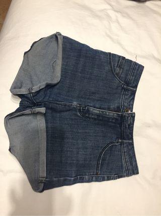 Pantalon corto tiro alto