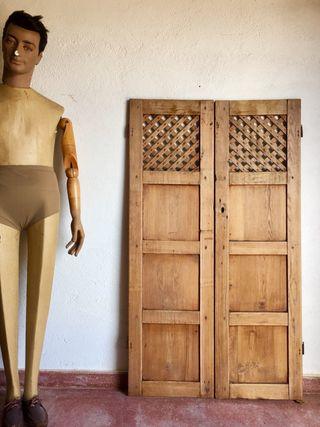 Puerta madera antigua alacena