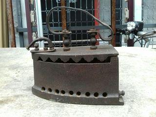 Antigua plancha de carbón
