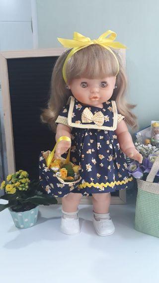 Precioso vestido para muñeca María de famosa