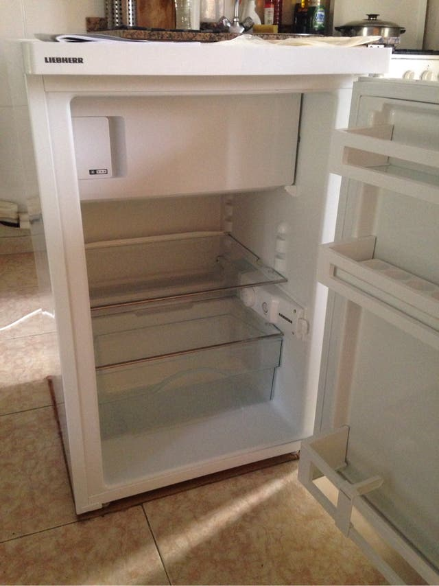 Nevera OUTLET LIEBHERR compacta con congelador.