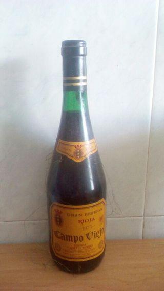 Botella de vino Campo Viejo Gran reserva 1973