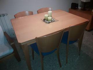 Mesa y muebles comedor
