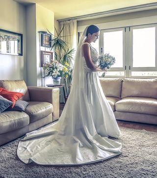 Vestido de novia Hannibal Laguna + velo y cancán